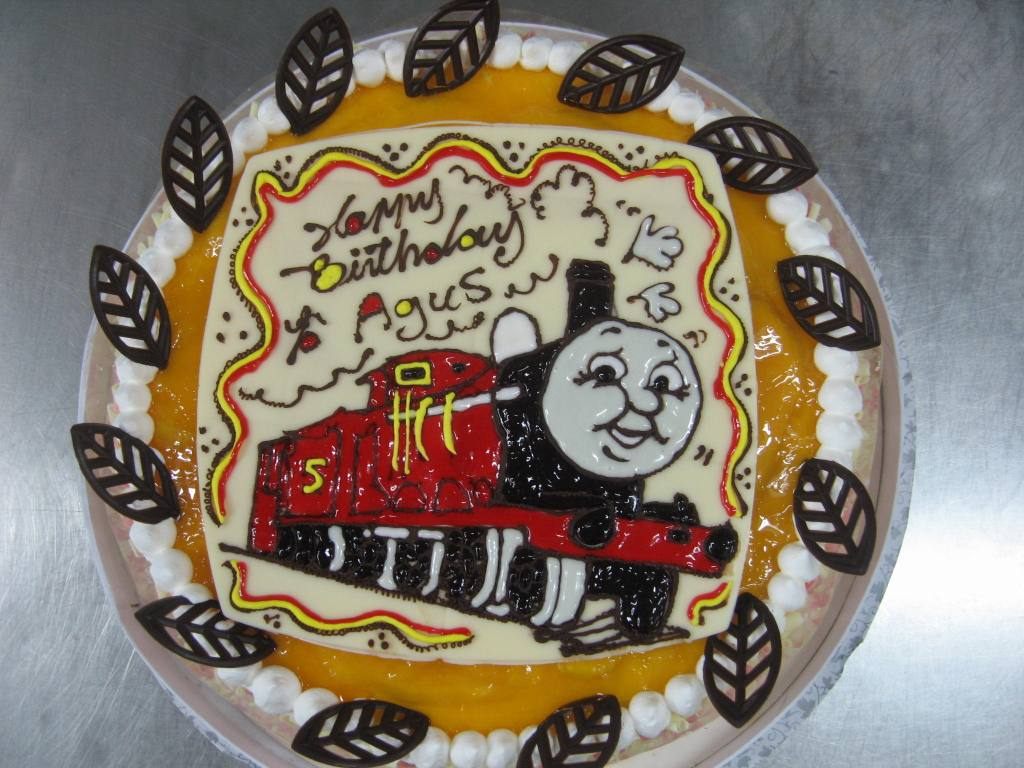 Newspaper Design Cake : Onda Pastry Express